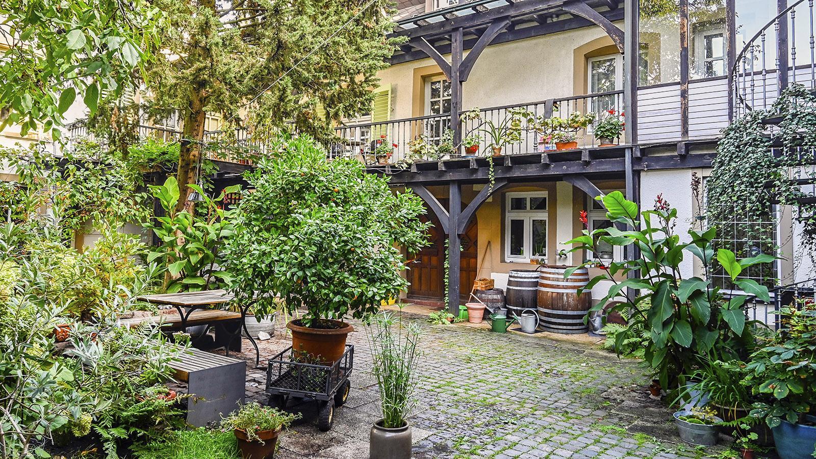 Ist er nicht wnderschön, der Innenhof dieses Bürgerhauses im Herzen der Stadt? Foto: Hilke Maunder