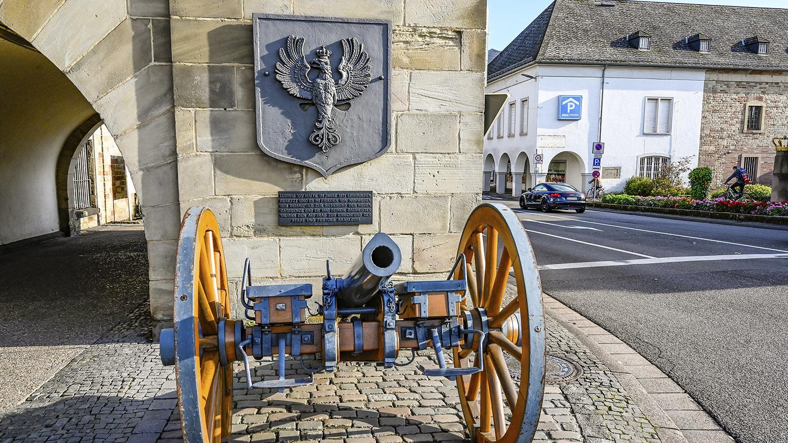 Saarlouis: Aus dem Schlamm der Saar gerettet: ein Geschütz aus deutsch-französischen Krieg 1870/71. Foto: Hilke Maunder