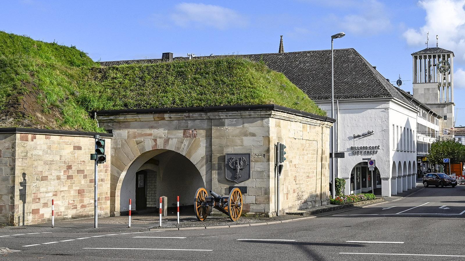 Saarlouis: Das ehemals Deutsche Tor und der preußische Kasemattenkopf. Foto. Hilke Maunder