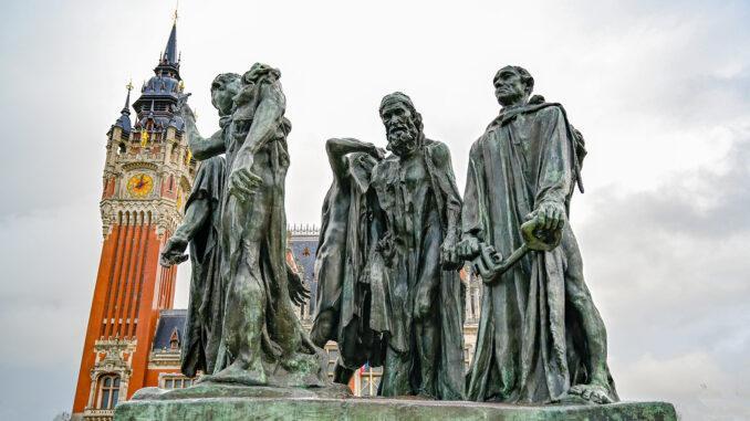 dekoratives Element dient.Titel Wahrzeichen von Calais: die Rodin-Skulptur vor dem Rathaus. Foto: Hilke Maunder Beschriftung Wahrzeichen von Calais: die Rodin-Skulptur vor dem Rathaus. Foto: Hilke Maunder Beschreibung