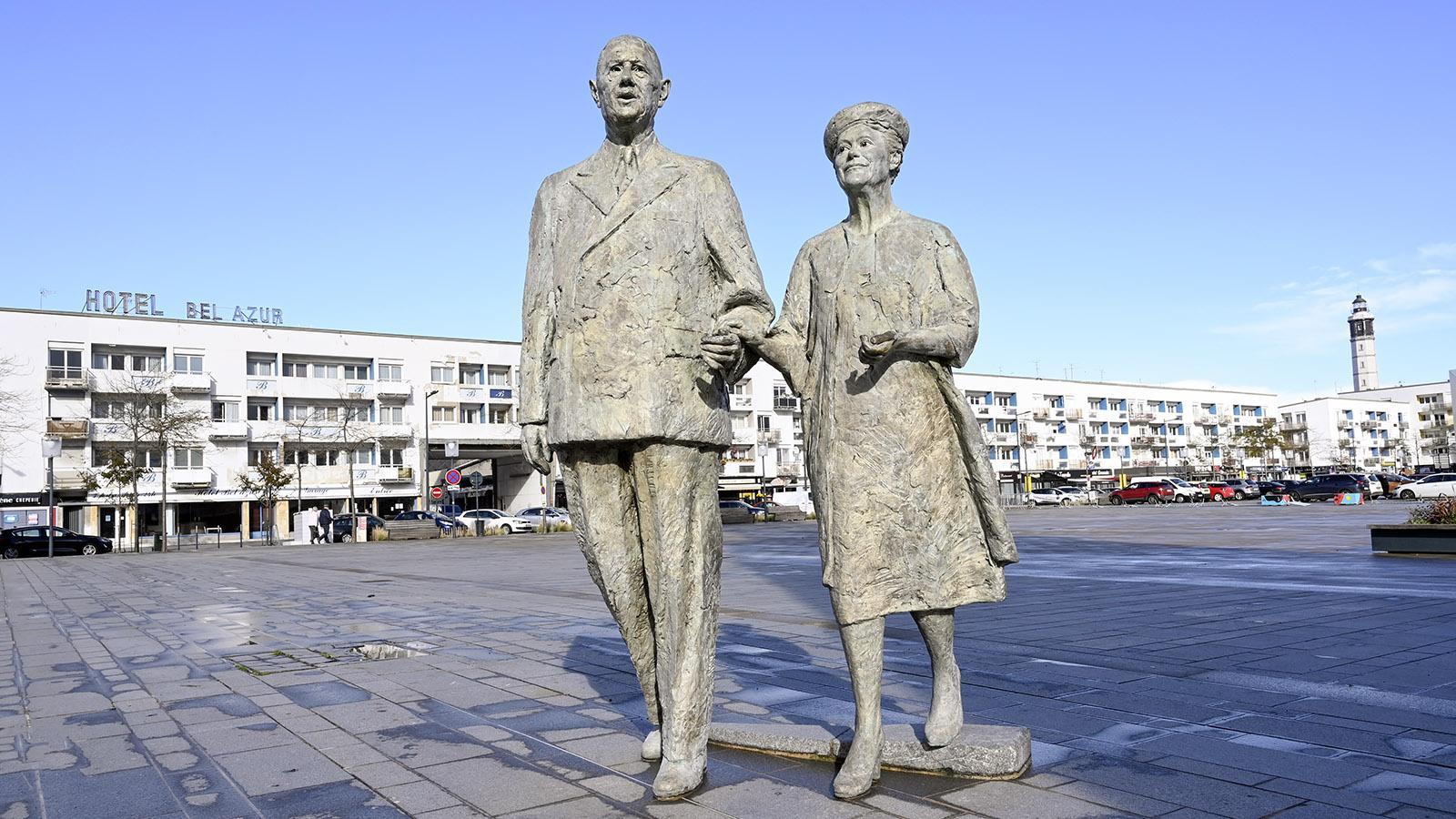 Calais: Charles de Gaulle und Frau als Denkmal unterwegs auf der Place des Armes. Foto: Hilke Maunder