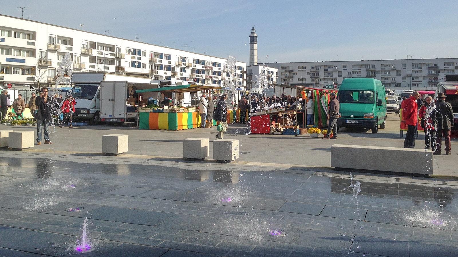 Calais: Marktzeit auf der Place d'Armes. Foto: Hilke Maunder