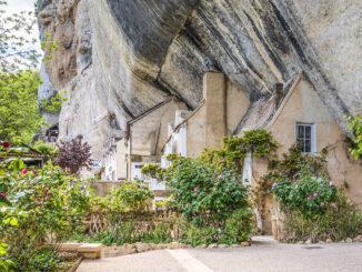 Malerisch: die Häuser des Grand Roc von Les Eyzies. Foto: Hilke Maunder