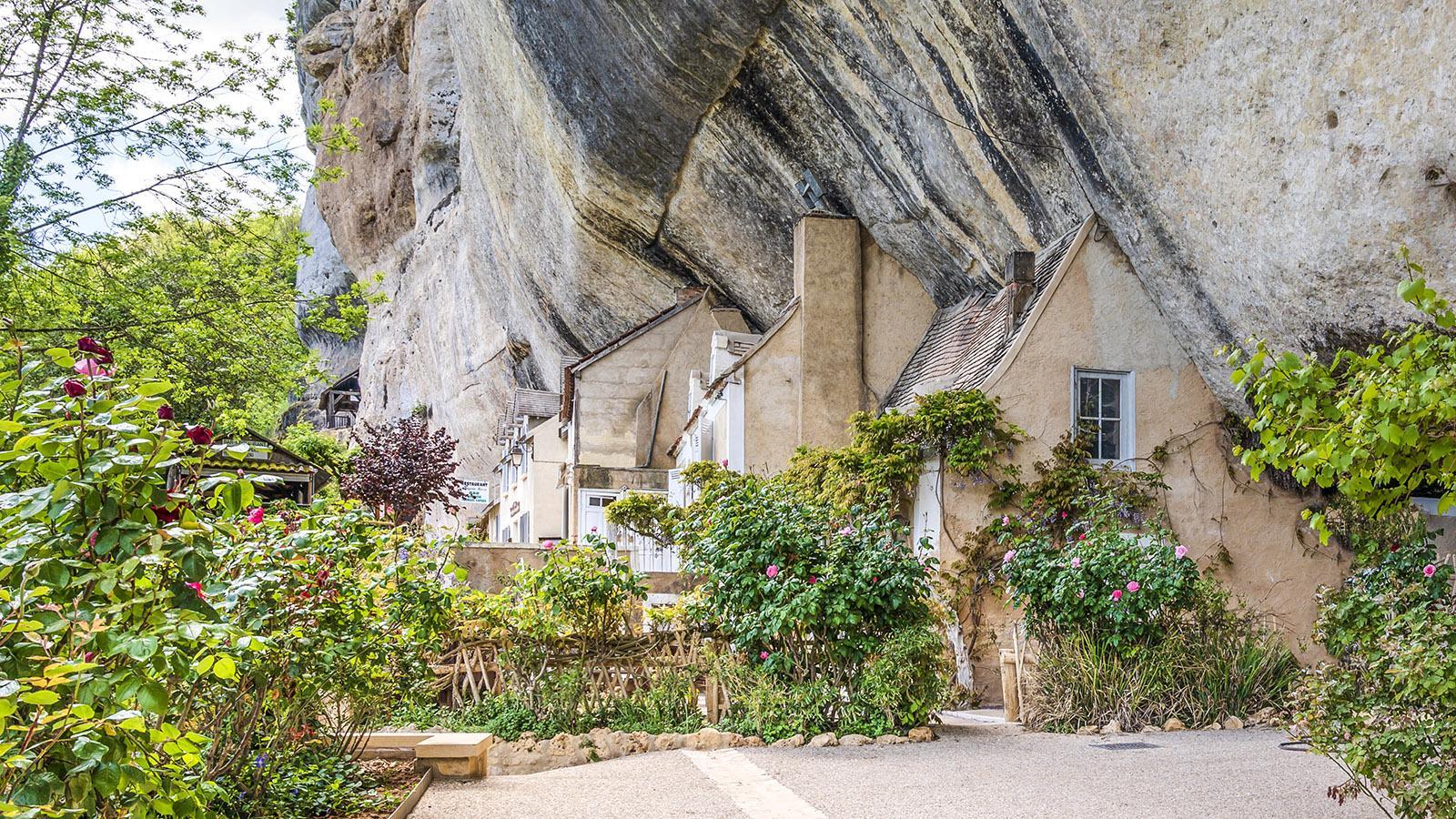 Malerisch: die Häuser des <em>Grand Roc</em> von Les Eyzies. Foto: Hilke Maunder