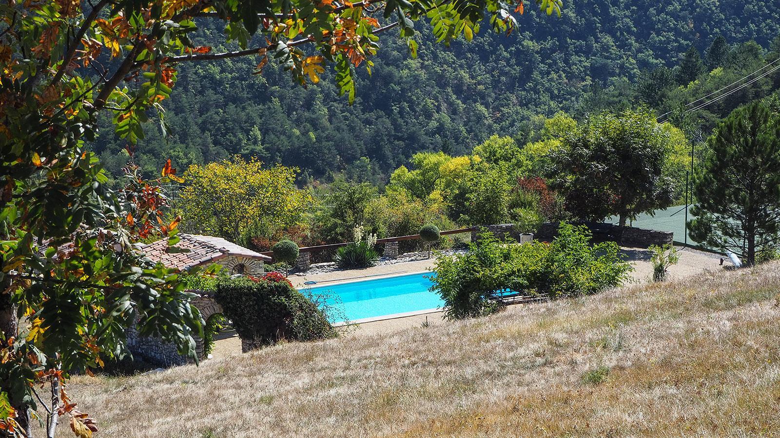 Grance du Vercors: Pool und Tennisplatz gehören ebenfalls dazu. Foto: Silke Baumert