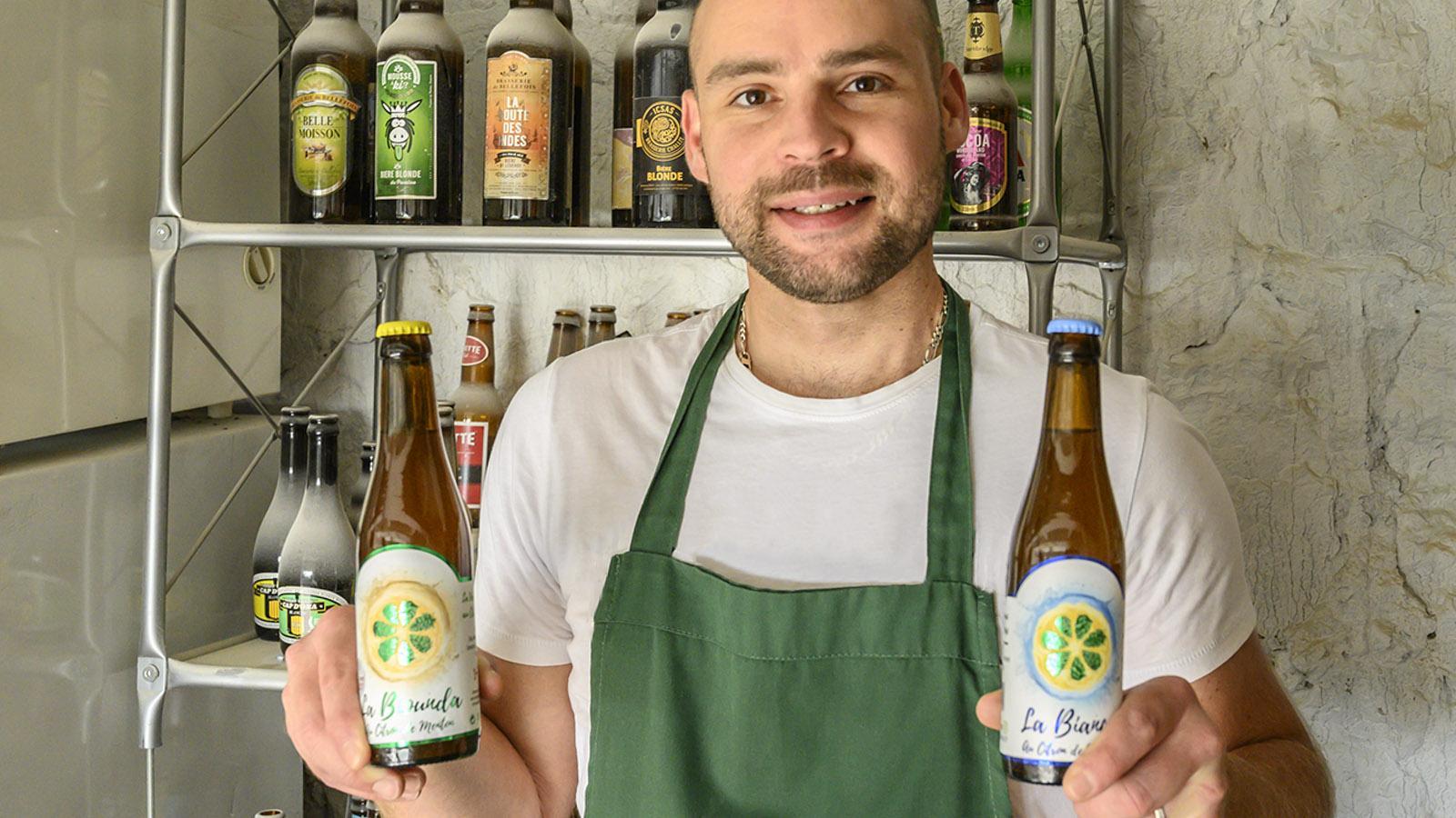 Rémi braut nicht nur Bier, sondern sammelt auch Bier. Foto: Hilke Maunder