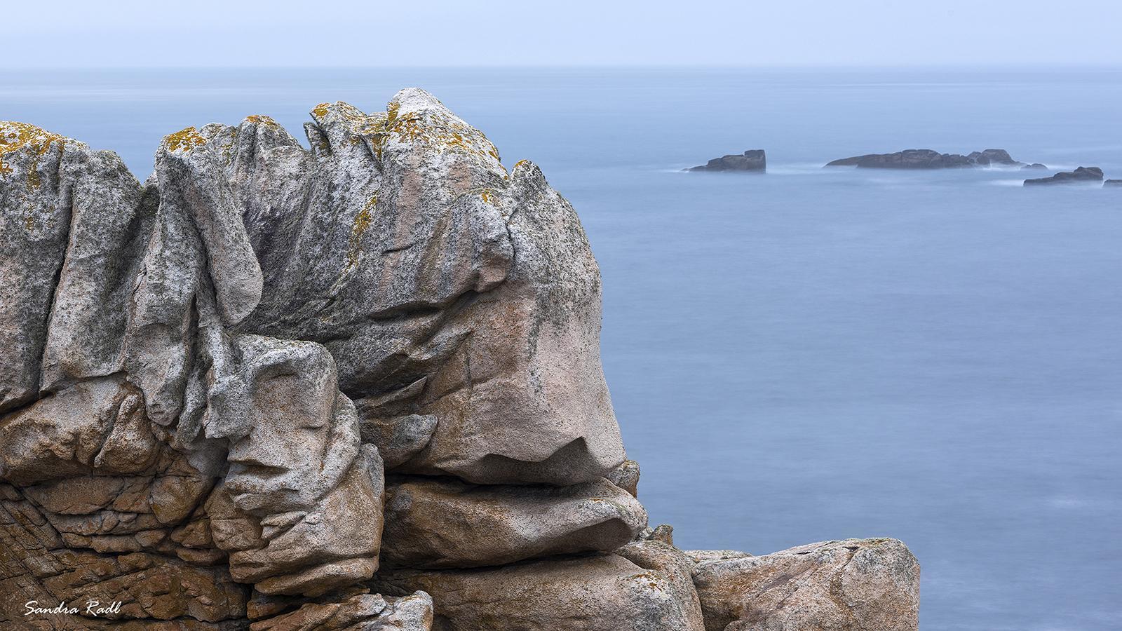 Versteinerte Wesen am Pointe de Créac'h. Foto: Sandra Radl