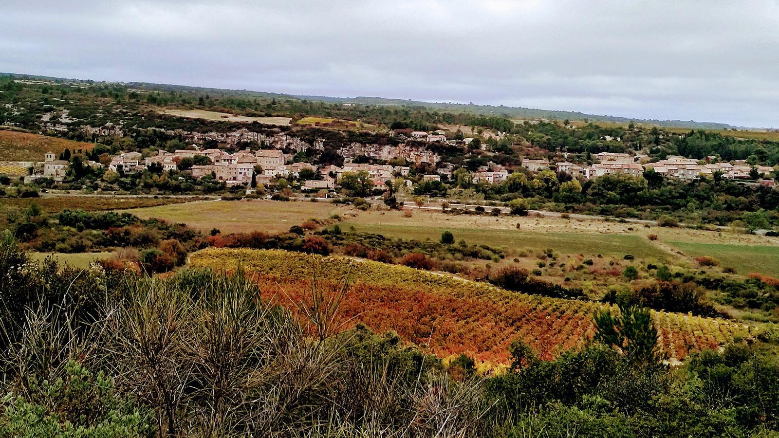 Der Blick auf unser Dorf im Minervois. Foto: Leonore Ander