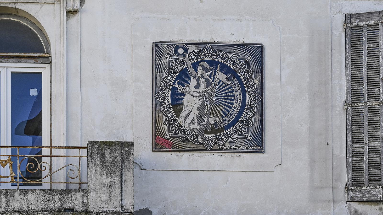 Street Art Nîmes, Richelieu: Ganz sozialistisch gibt sich die Marianne auf der Fassade des einstigen Gewerkschaftshauses der Eisenbahner. Foto: Hilke Maunder