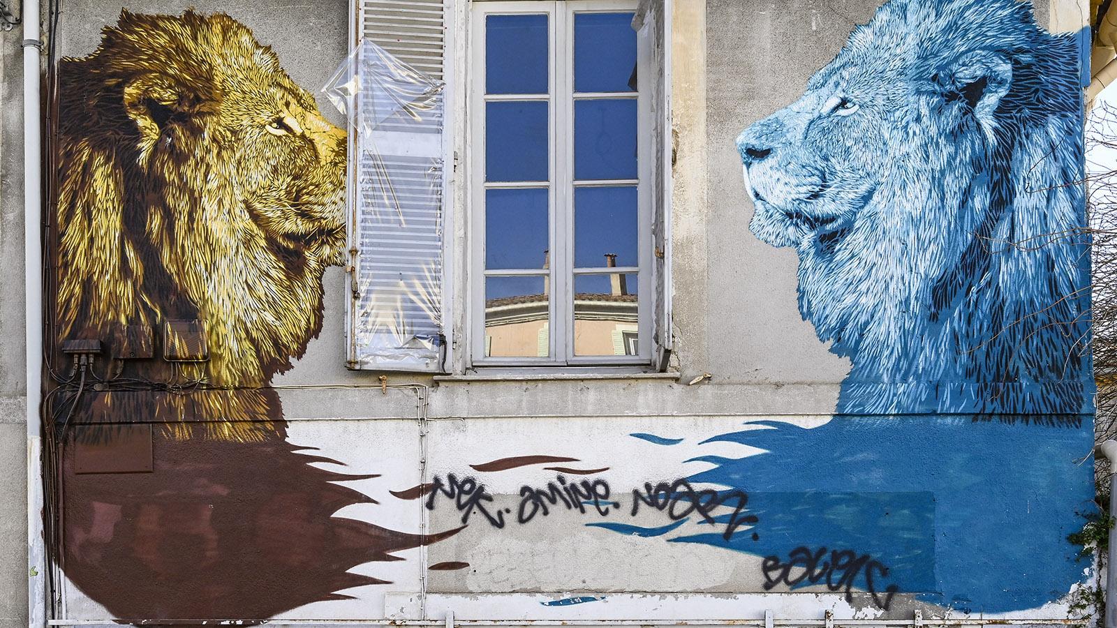 Po.lo 51.67 schuf für die Expo de Ouf 2018 dieses Löwenpaar schräg gegenüber vom Archipel. Foto: Hilke Maunder