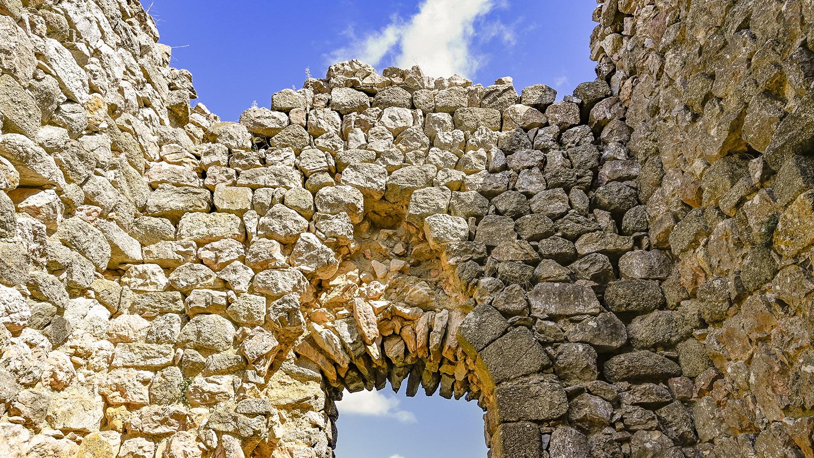 Die Tour de Lansac wurde aus dem Stein der Region erbaut. Foto: Hilke Maunder