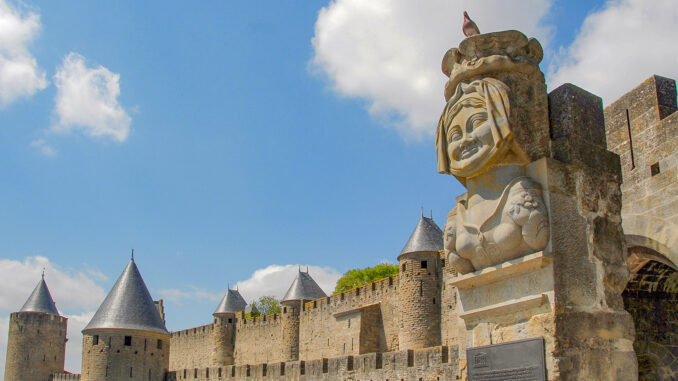 Die Büste der Dame Carcas an der Porte Narbonnaise. Foto: Hilke Maunder
