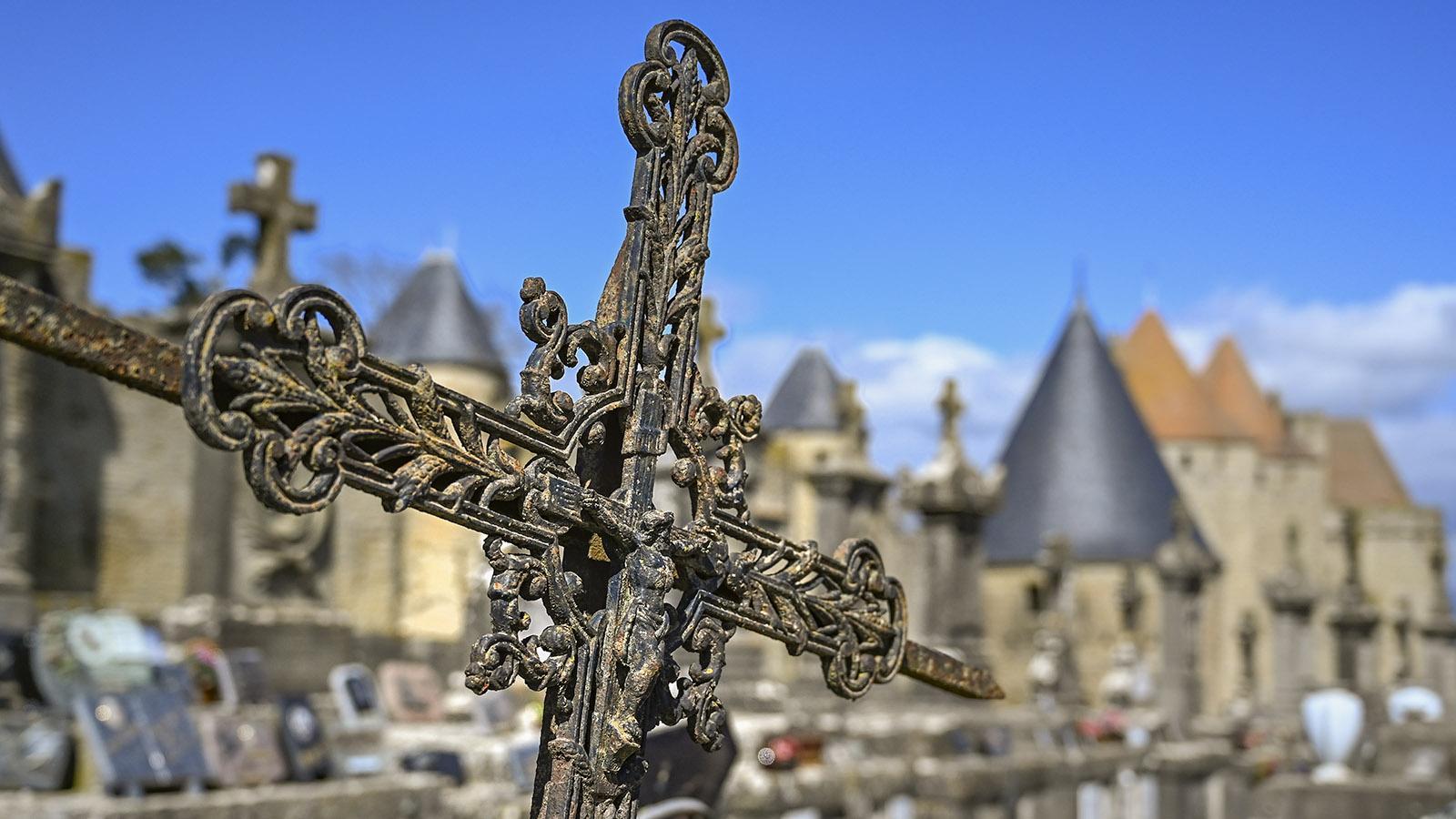 Carcassonne: Der Friedhof liegt direkt an der Cité. Foto: Hilke Maunder