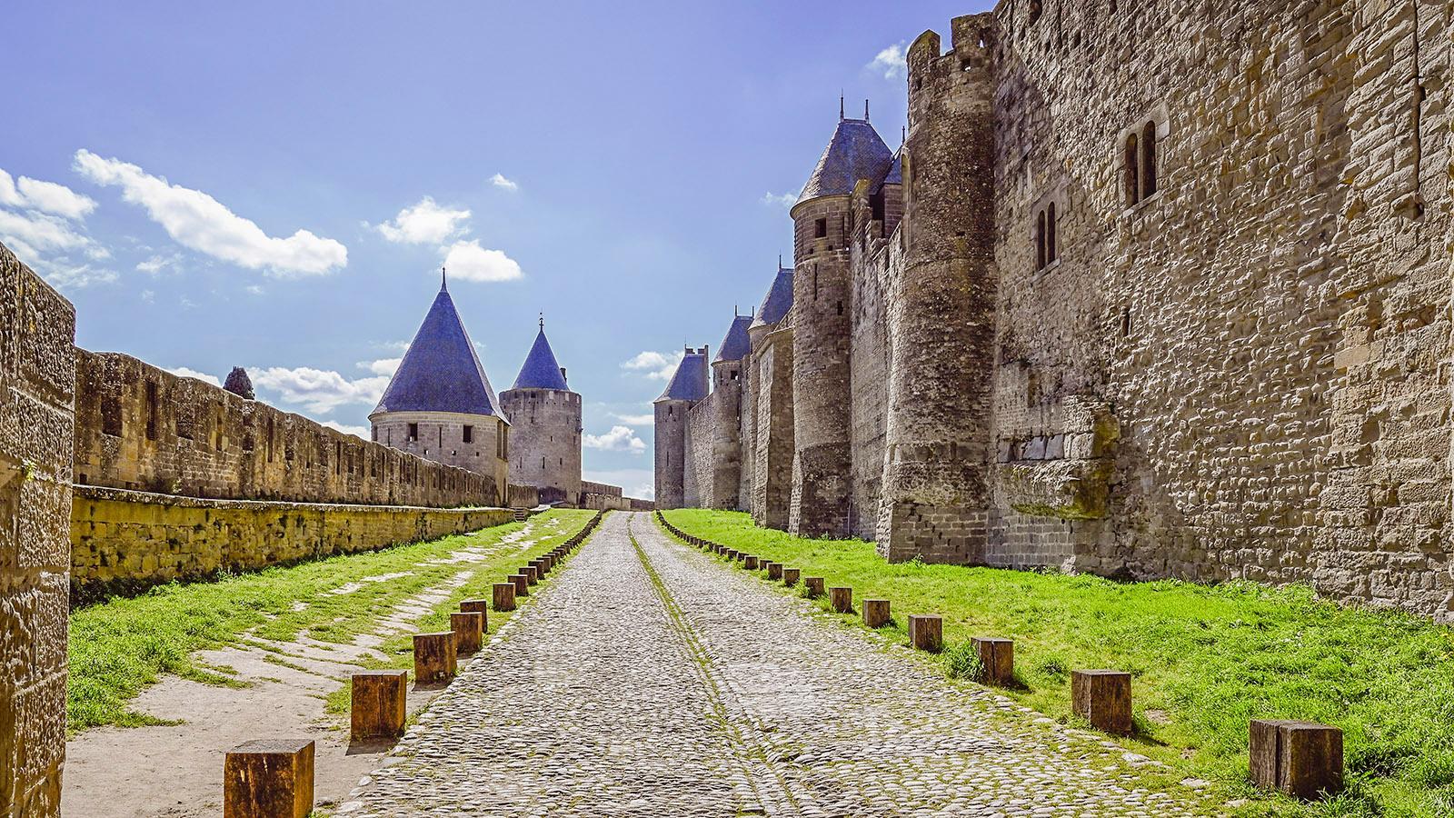Carcassonne. Völlig verwaist: der äußere Mauerring der Cité im März 2021. Foto: Hilke Maunder