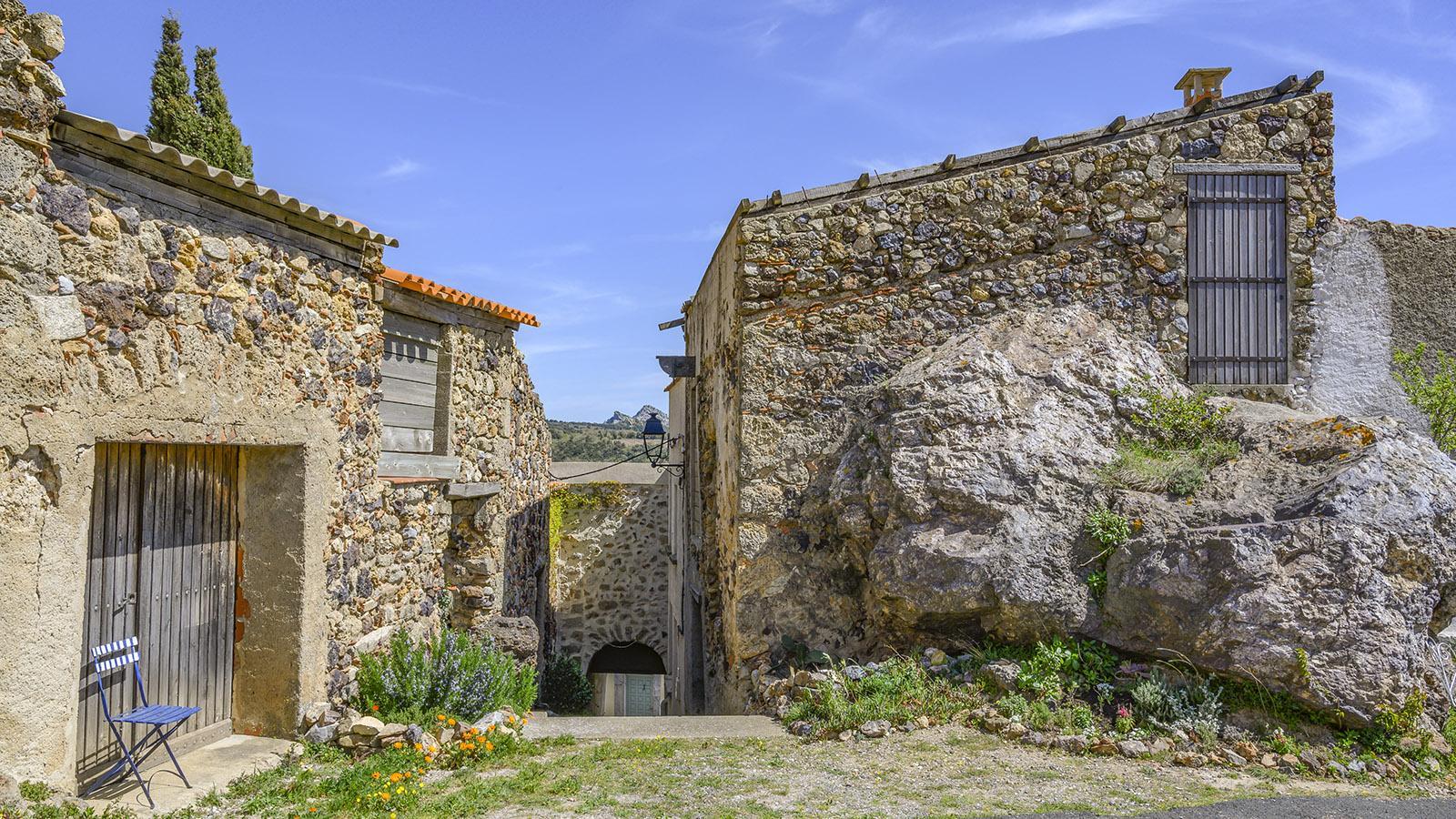 Das Dorf und seine Häuser: Oft wurde der anstehende Fels mit integriert. Foto: Hilke Maunder