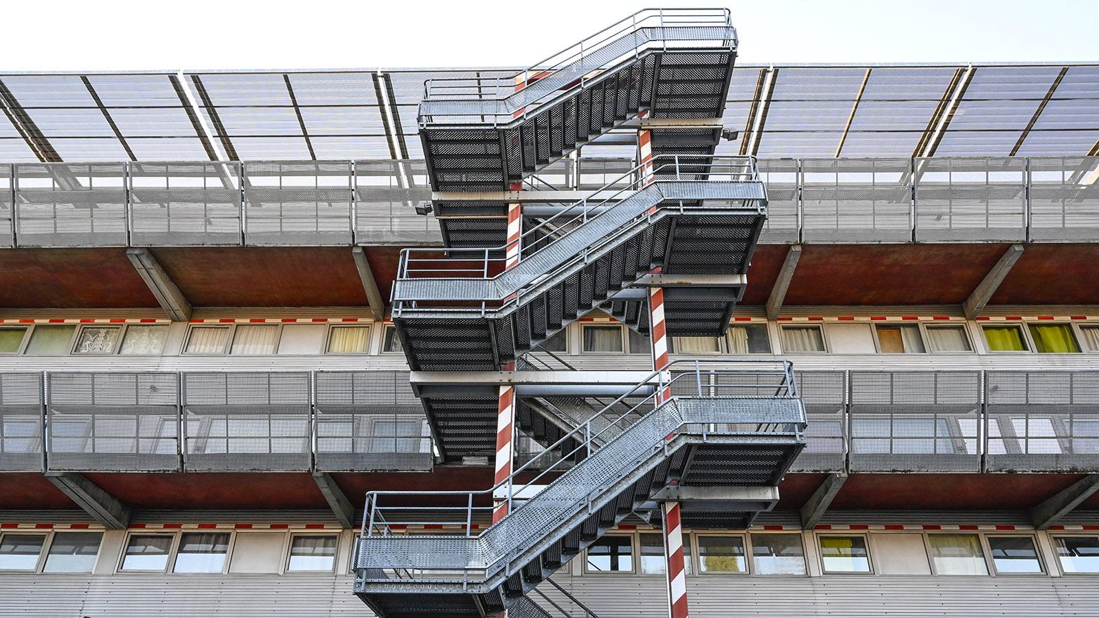Nemausus: Die Zugänge zu den Wohnungen. Foto: Hilke Maunder