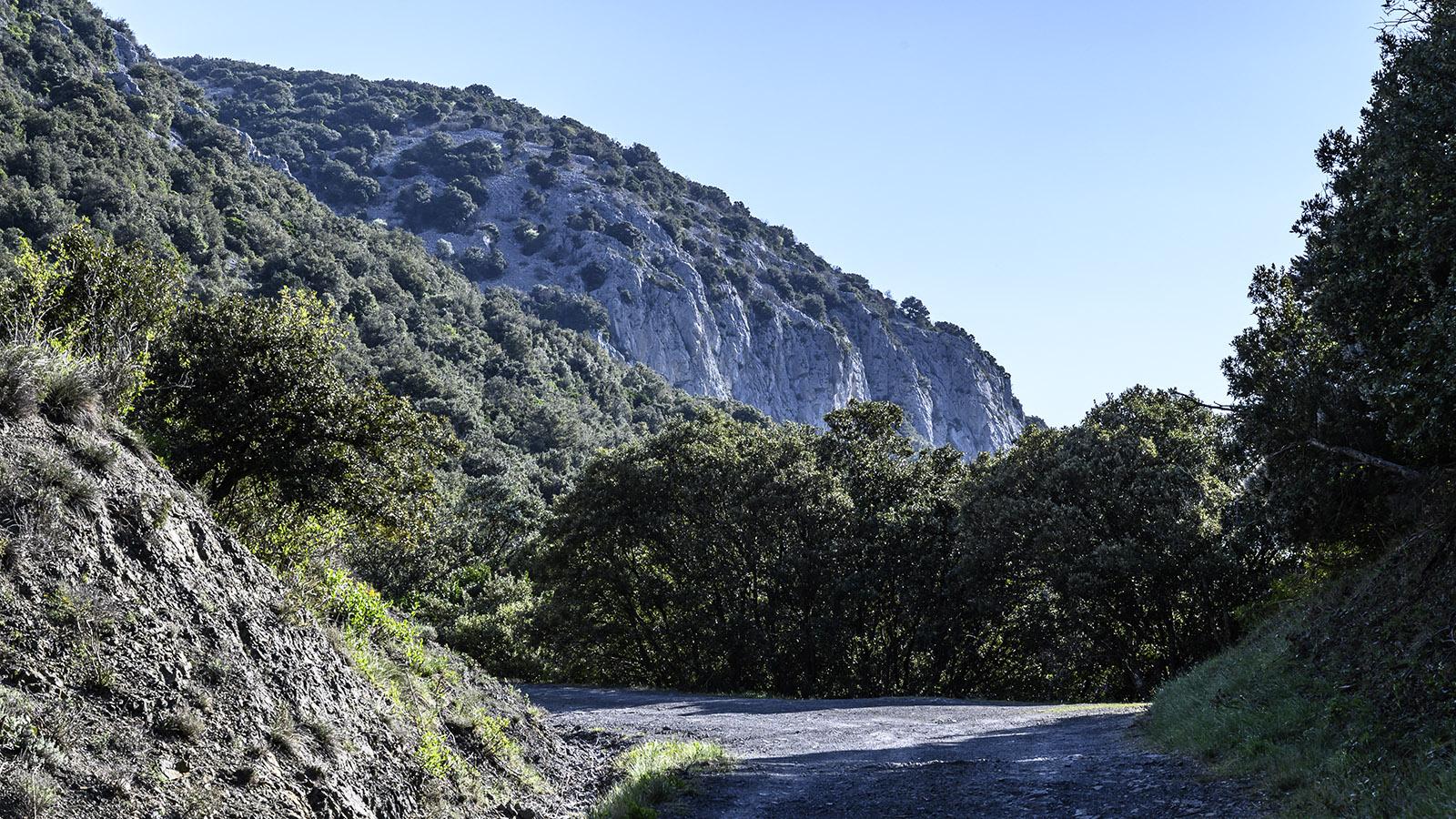 Mit diesen Felsen im Blick verlasst ihr das Dorf. Foto: Hilke Maunder