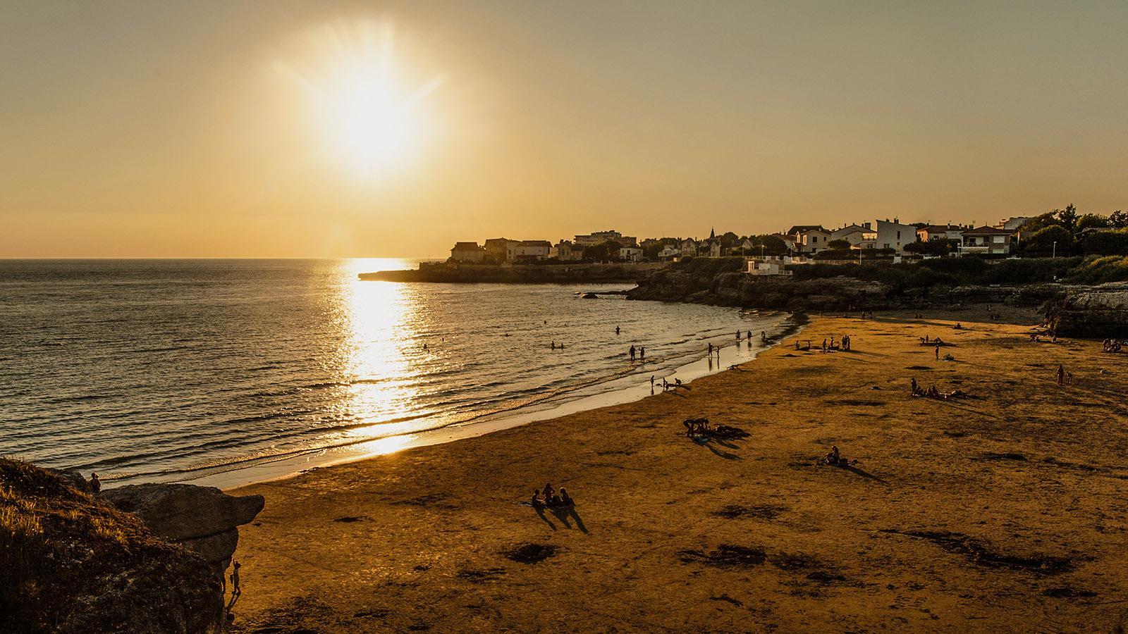 In Royan ergießt sich die Gironde in den Atlantik. Die Strände der Stadt ist zum Sonnenuntergang über dem Neer wunderschöne Bade- und Picknickplätze. Foto: Hilke Maunder