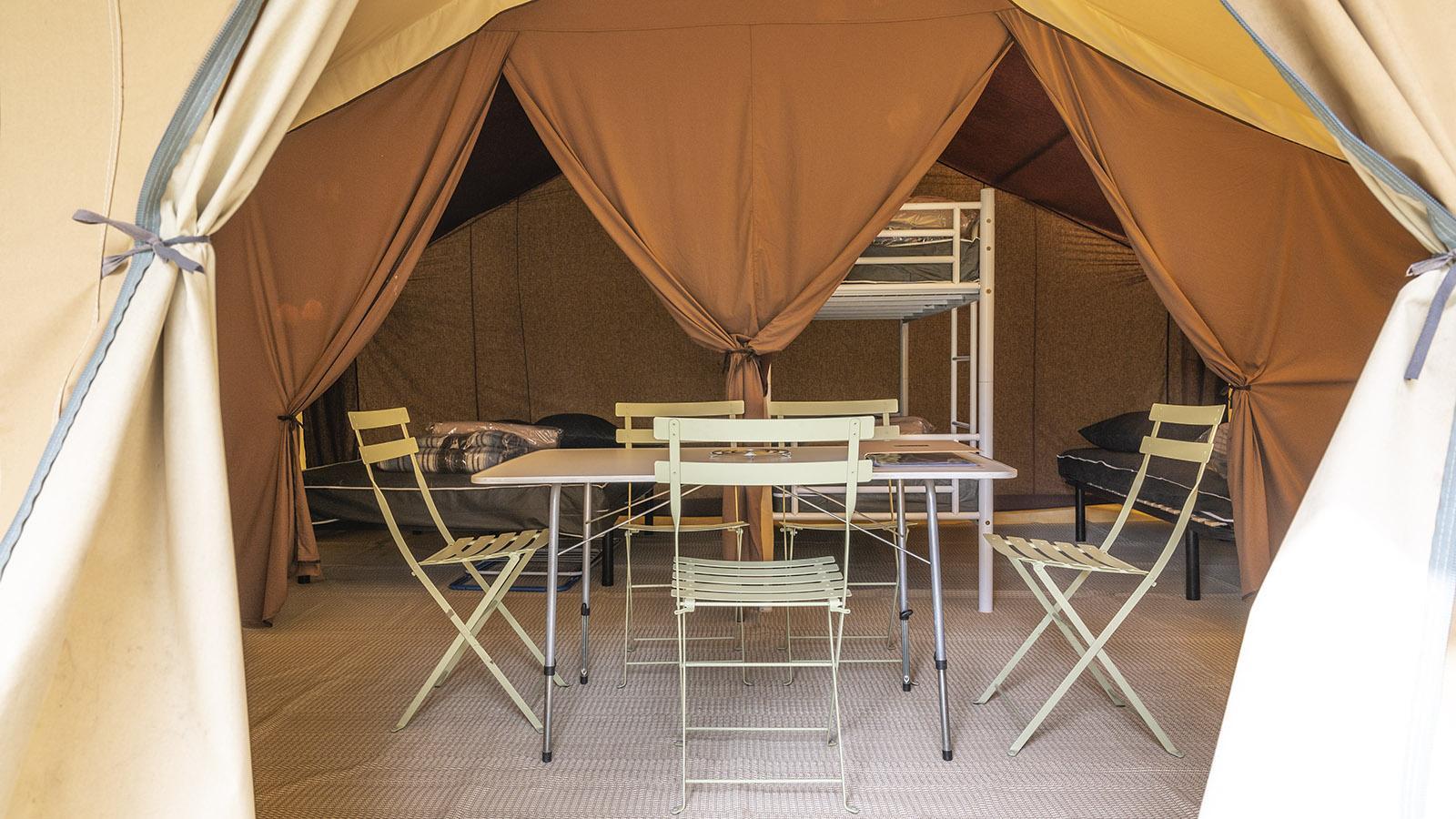 Eine Zelt-Unterkunft bei Huttopia. Foto: Hilke Maunder