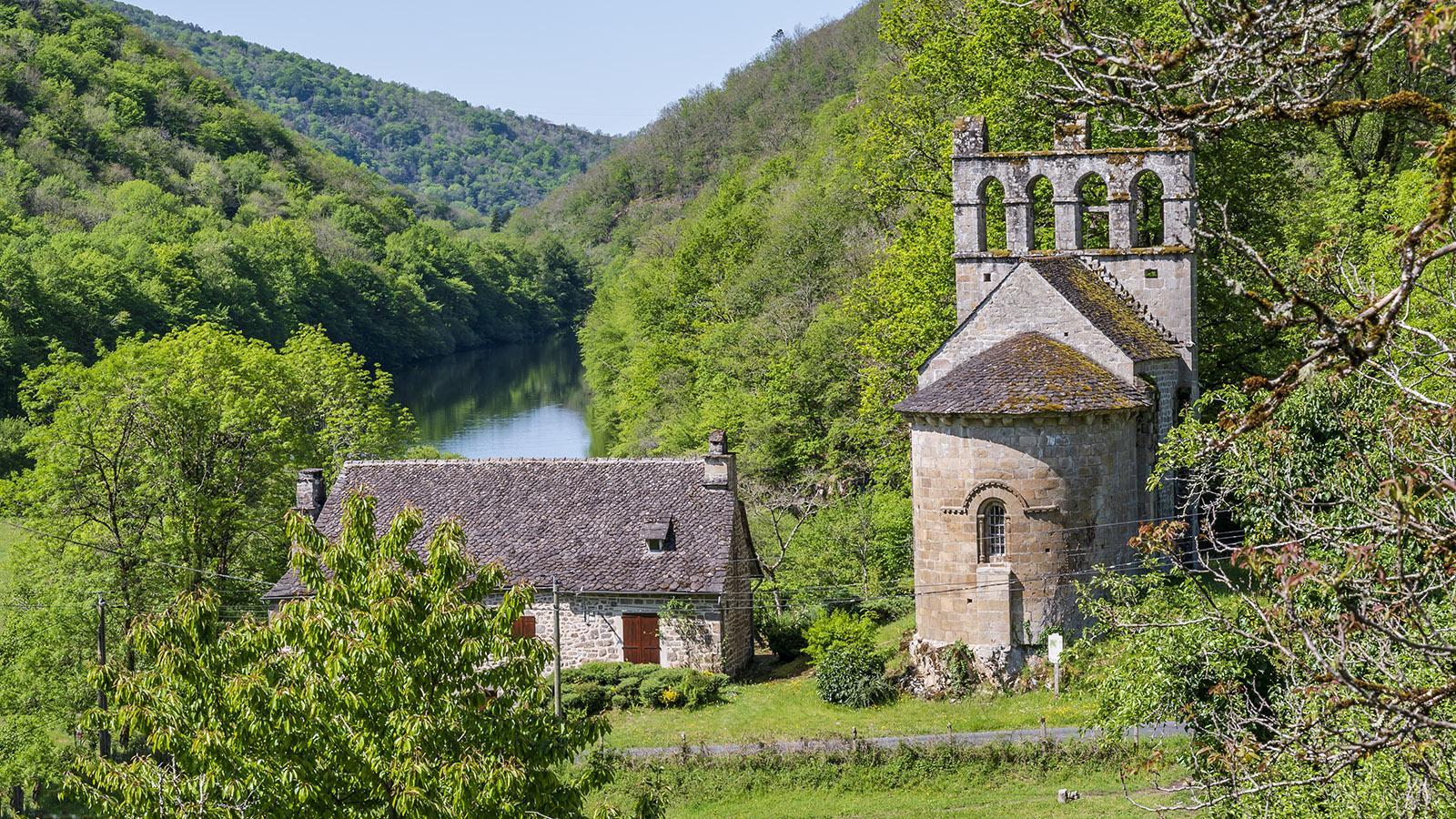 Die romanische Kirche von Glény in den Schluchten der Dordogne. Foto: Hilke Maunder