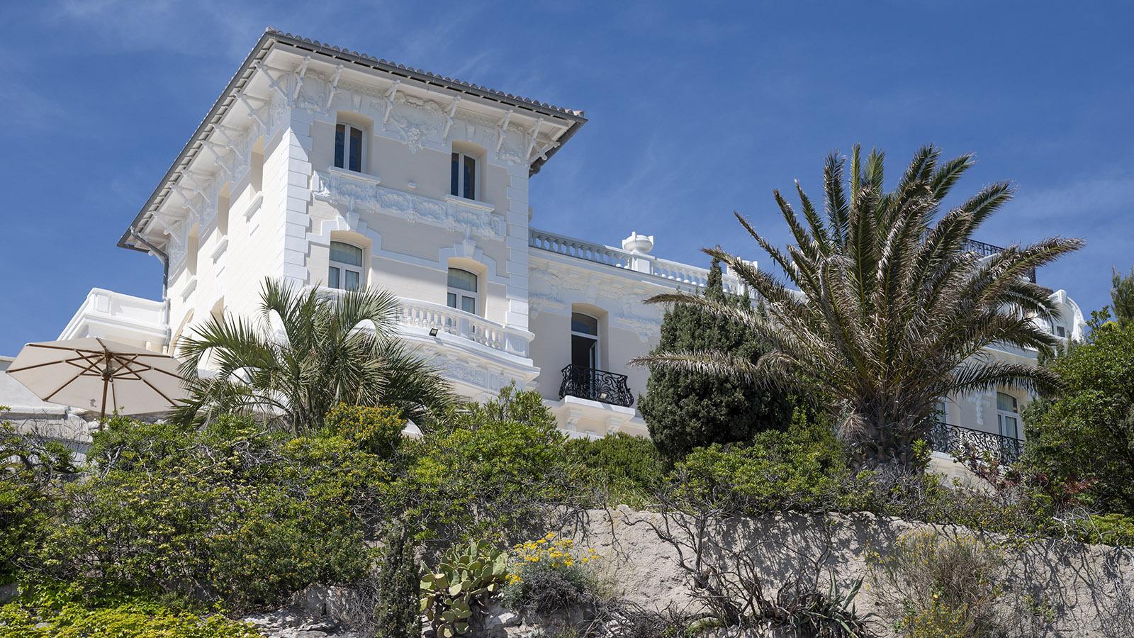 Luxusvillen wie diese säumen die Corniche J.F. Kennedy in Marseille. Foto: Hilke Maunder