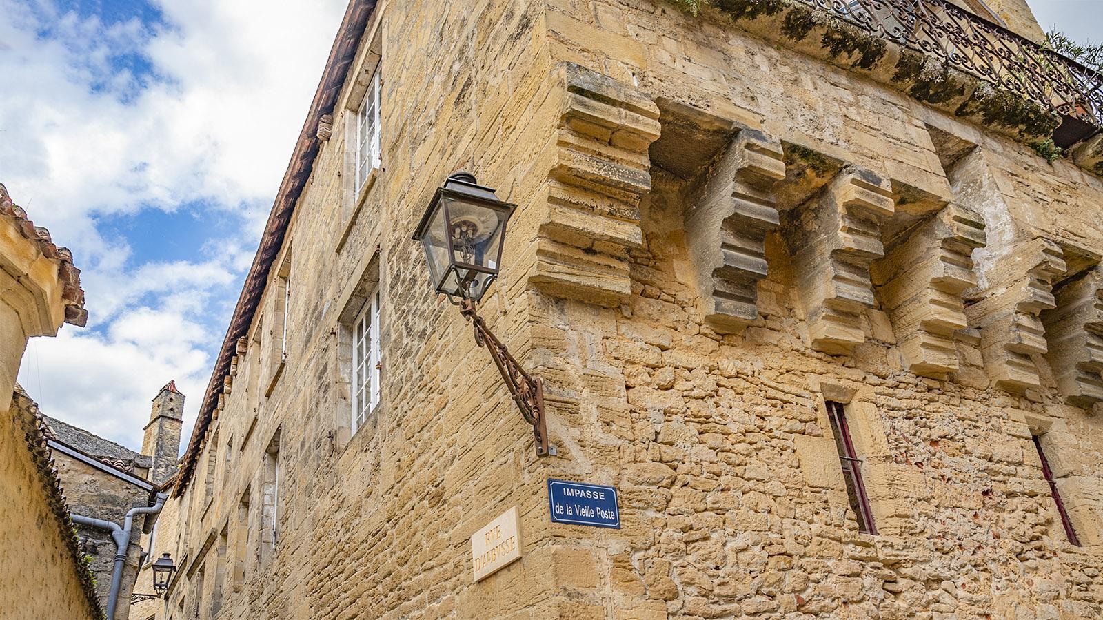 Sarlat: Malerische Altstadtgasse: die Rue Albysse. Foto: Hilke Maunder