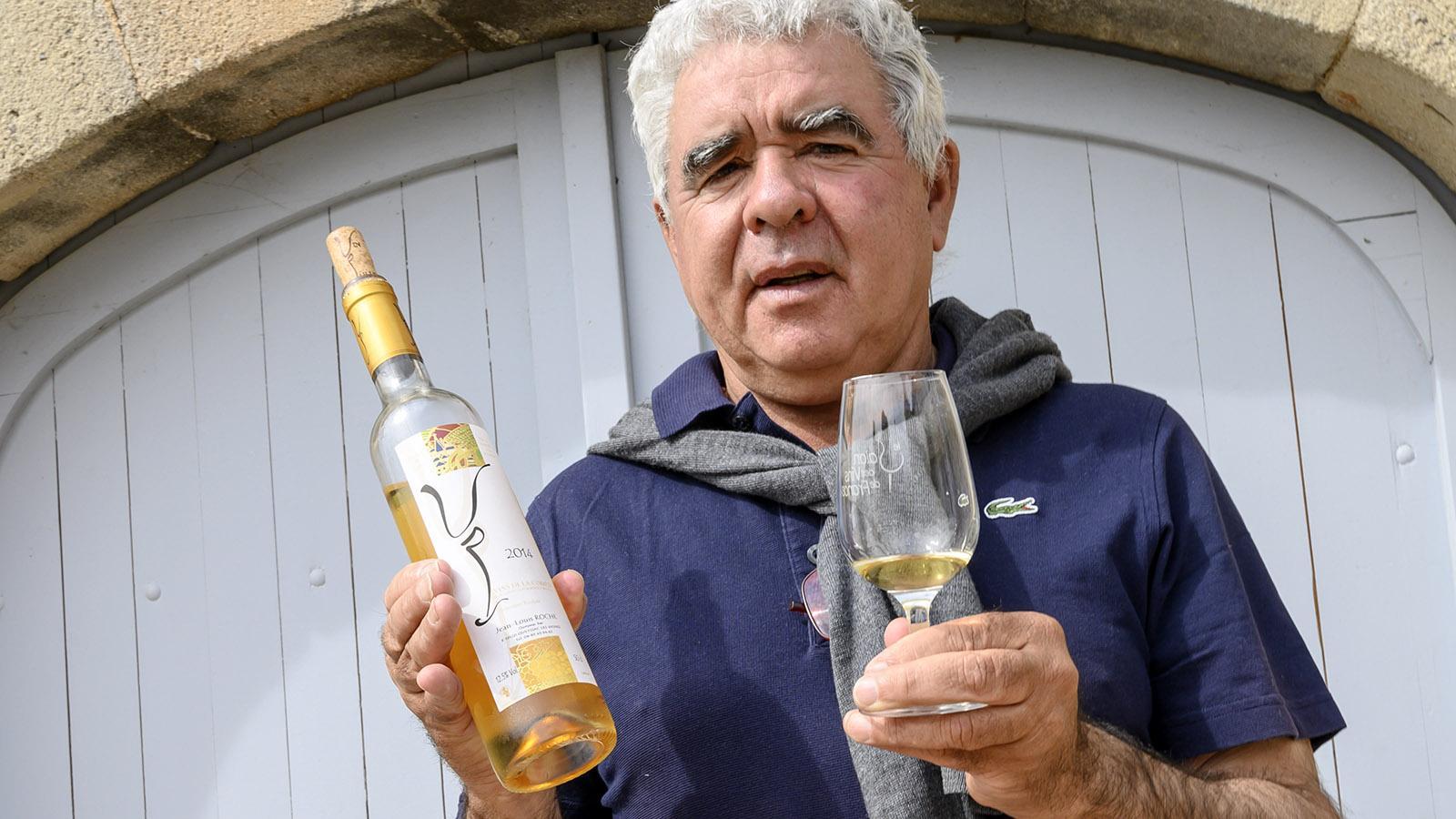 Jean-Louis Roche mit weißen vin paillé, gekeltert aus Cardonnay. Foto: Hilke Maunder