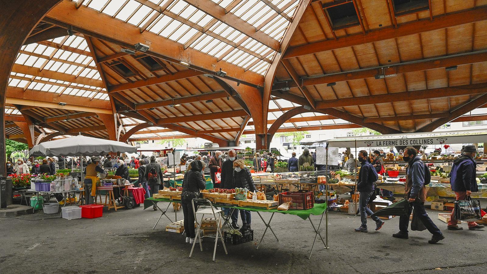 Die Markthalle von Brive-la-Gaillarde besitzt einen beeindruckenden hölzernen Dachstuhl. Foto: Hilke Maunder