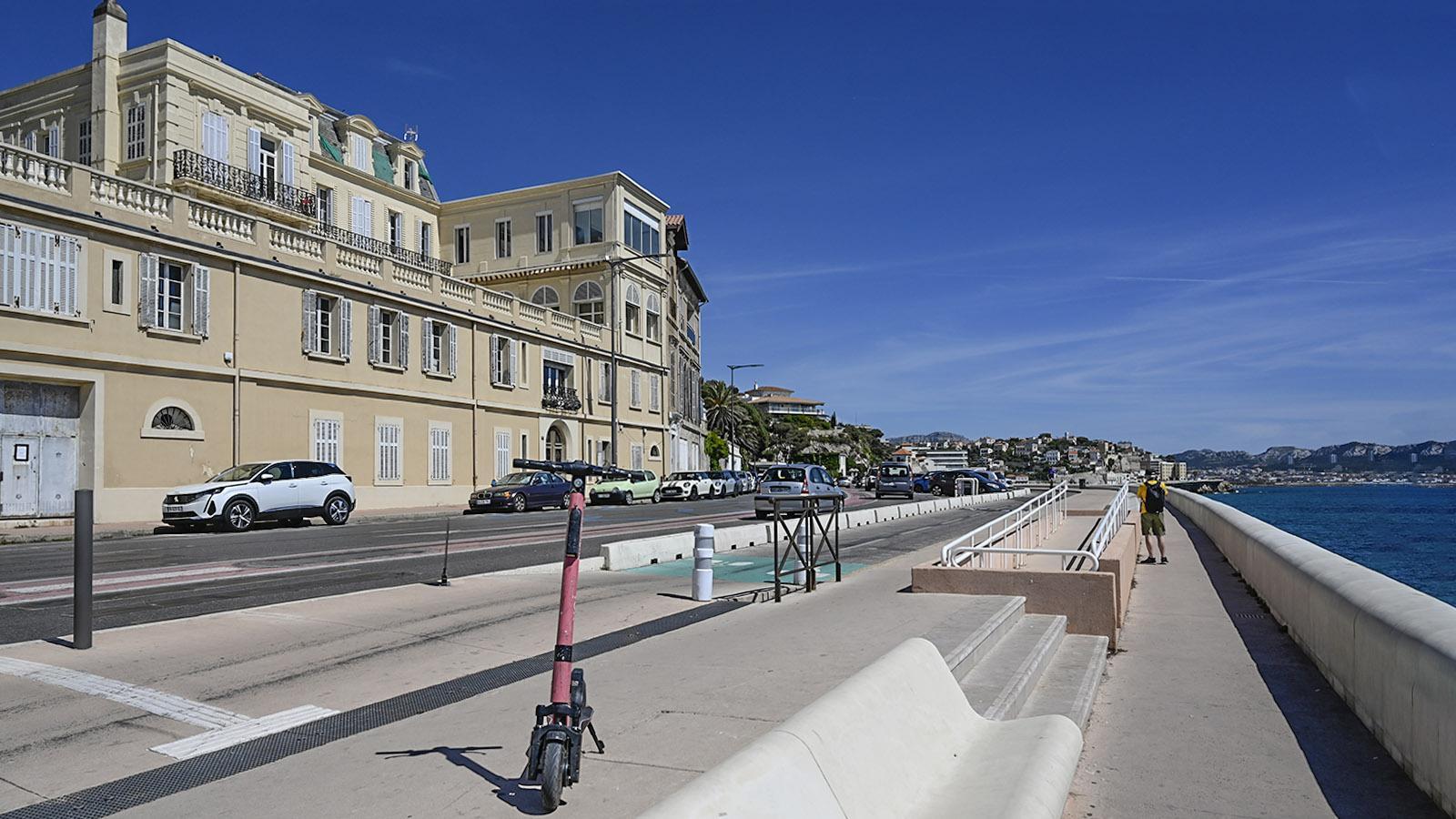Die Corniche Kennedy in Marseille – mit separatem Rad- und Fußweg. Foto: Hilke Maunder