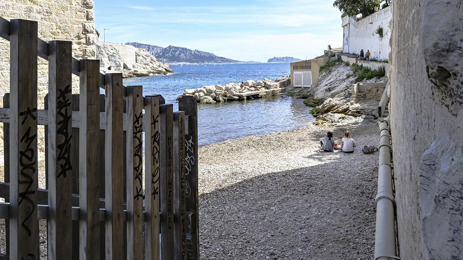 Am Viadukt de la Fausse Monnaie führt der Küstenweg direkt auf die Klippen. Foto: Hilke Maunder
