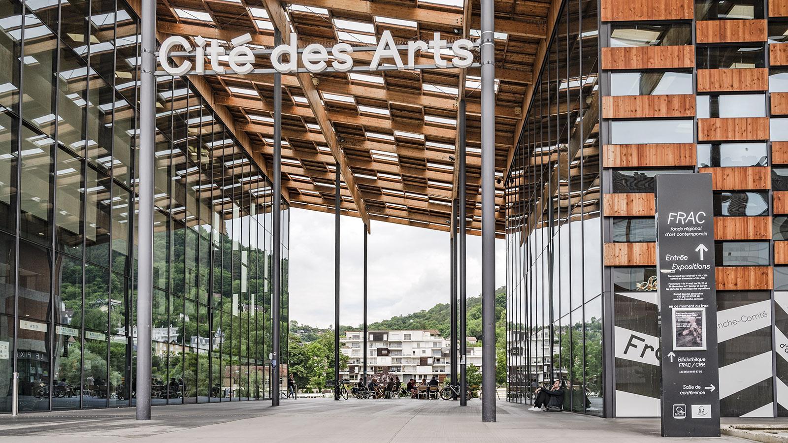 Die Kunstsammlung des FRAC nimmt den rechten Teil des Gebäudes ein. Im linken Flügel des Baus residiert das Conservatoire à Rayonnement Régional de Grand Besançon Métropole. Foto: Hilke Maunder