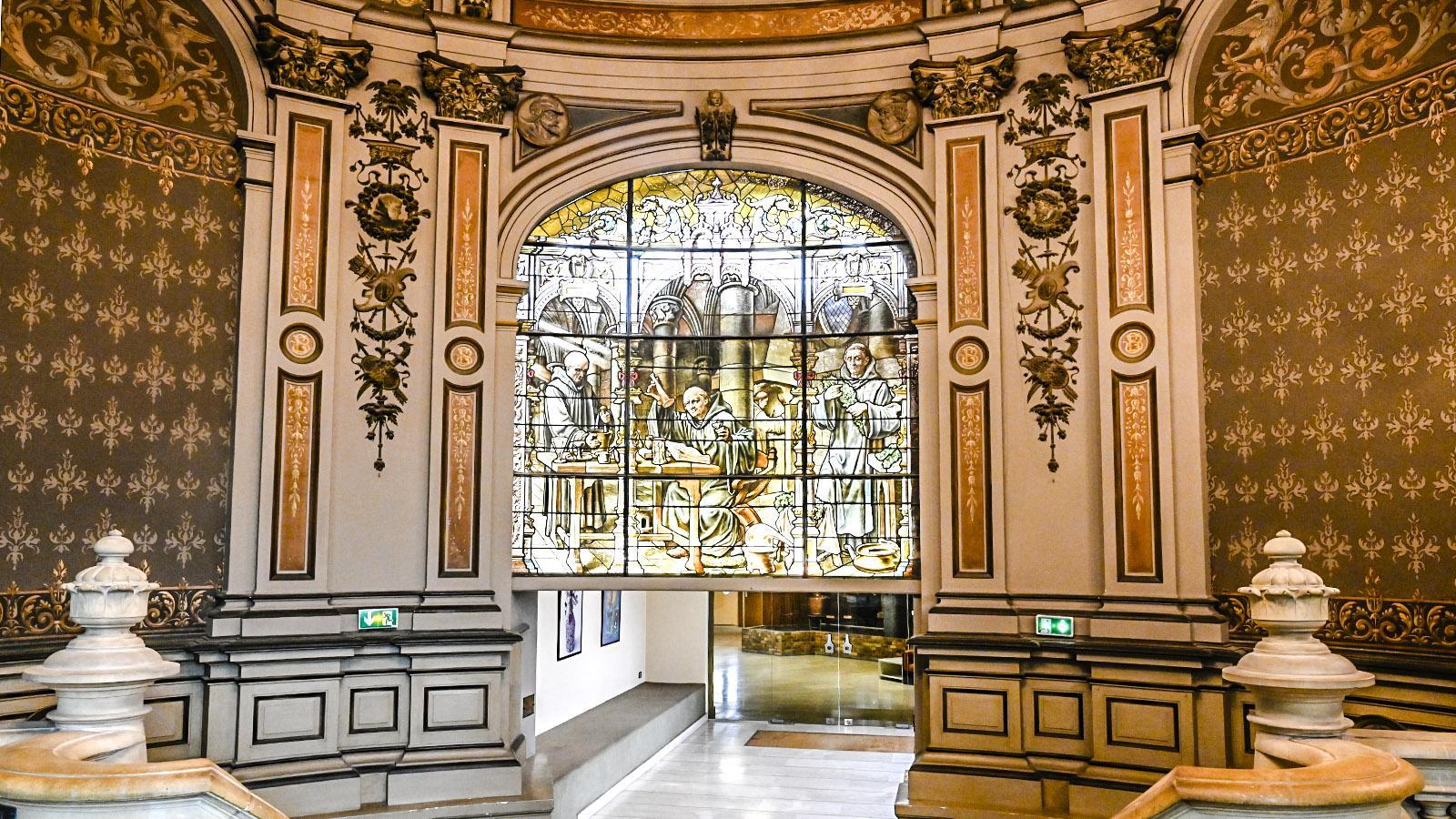 So beginnt der Rundgang im Palais Bénédictine. Jeder Raum ist in einem anderen Stil gestaltet. Mal wie im Mittelalter, dann wie in der französischen oder italienischen Renaissance. Foto: Hilke Maunder
