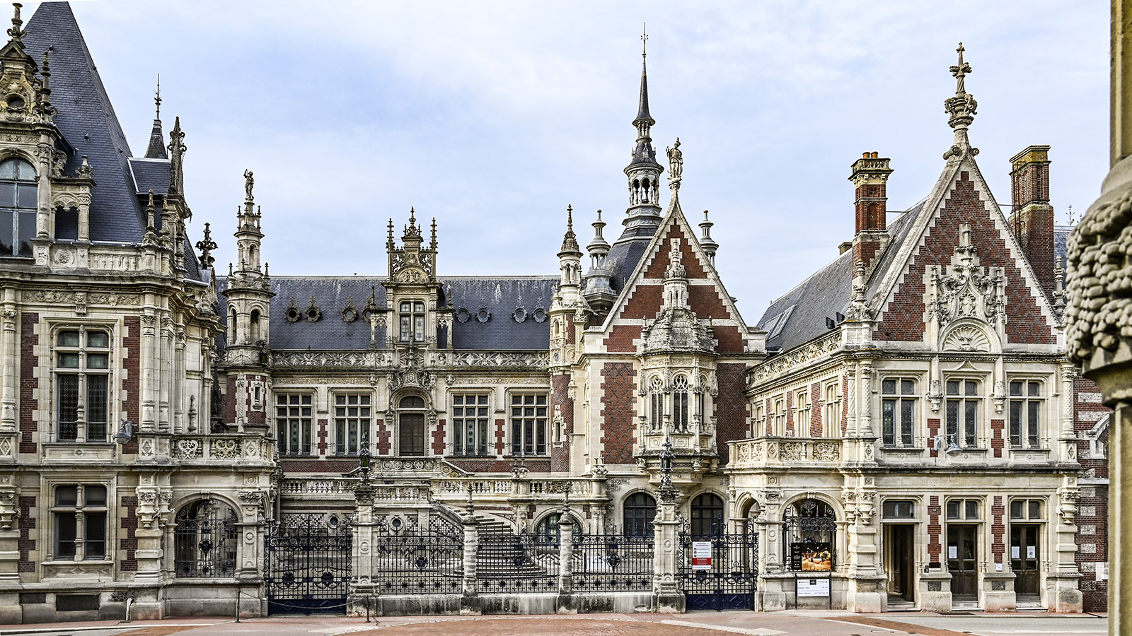 Der Palais Bénédictine: eine Fantasie der Neogotik und Neorenaissance. Foto: Hilke Maunder