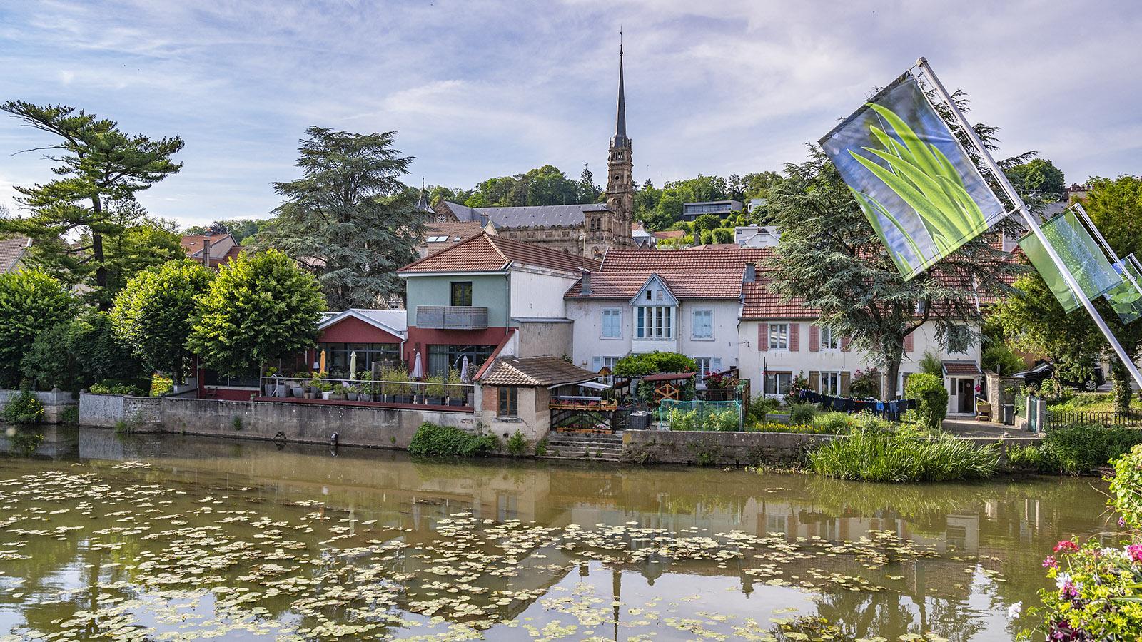 Blick auf die katholische Stadtkirche vom Allan-Fluss aus. Foto: Hilke Maunder