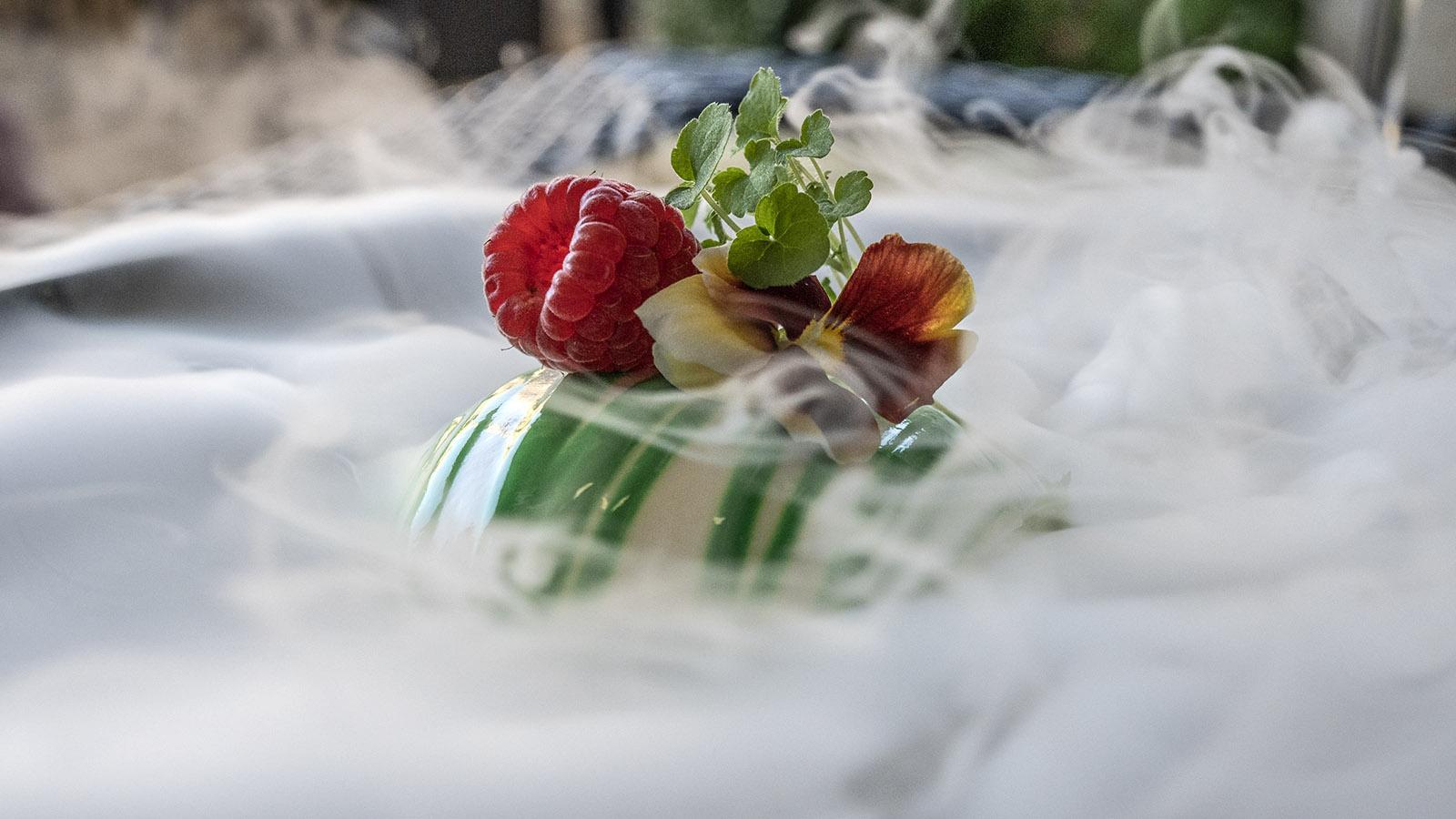 <em>Sapin comtois</em> nennt sich das Dessert, das Stickstoff verzaubert. Foto: Hilke Maunder
