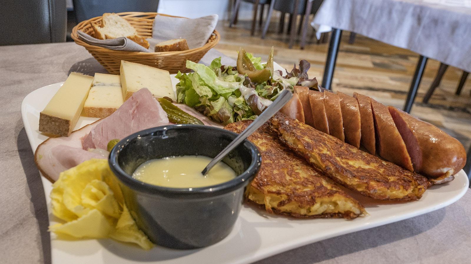 Üppig: die <em>planche comtoise</em> der Pause Gourmance. Foto: Hilke Maunder