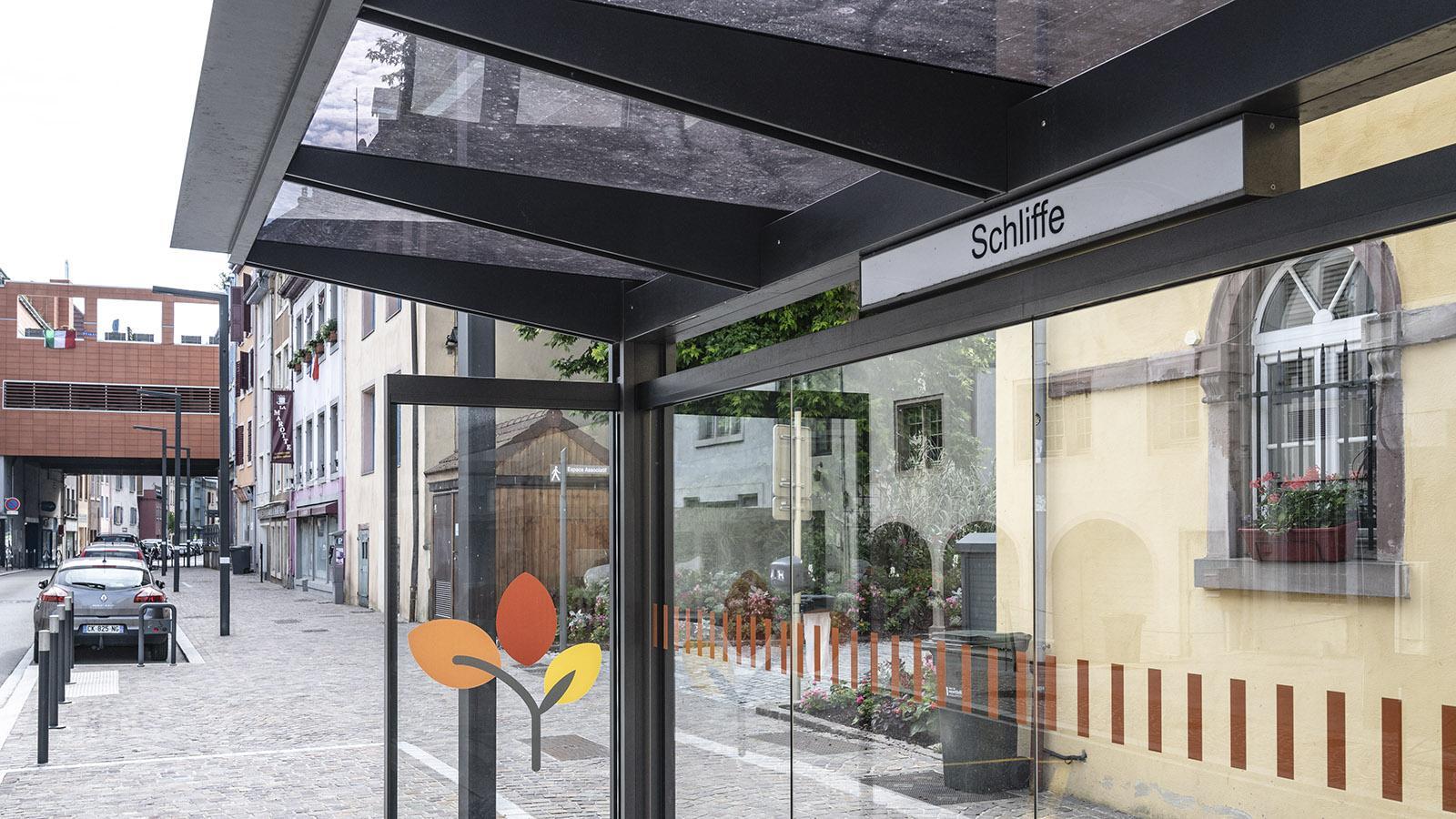 Schliffe: Die Bushaltestelle könnte glatt in Württemberg stehen... Foto: Hilke Maunder
