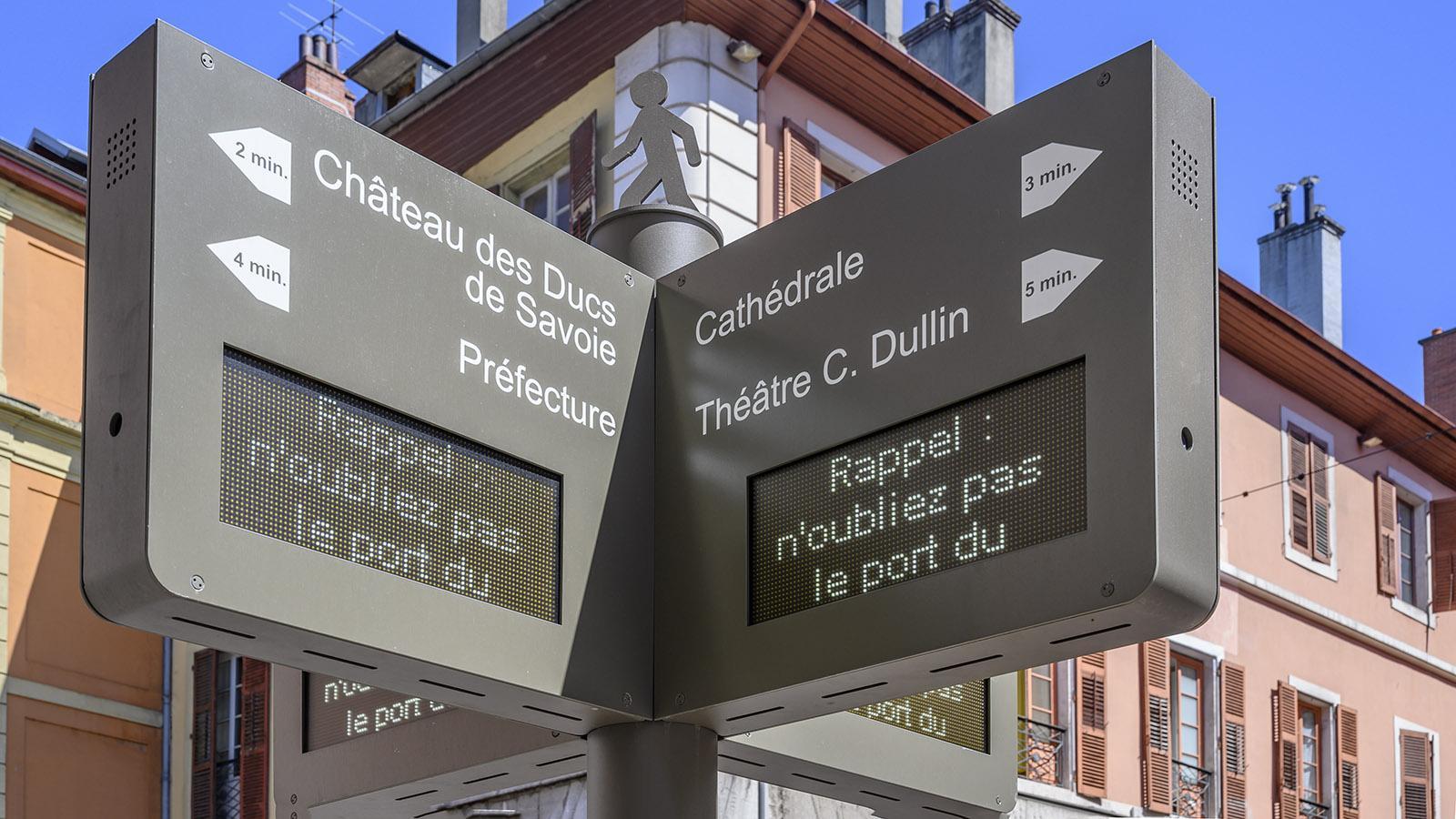 Die digitalen Stadtwegweiser von Chambéry. Foto: Hilke Maunder