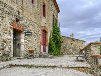 Der Zugang zum Weinkeller von Château de Caladroy. Foto: Hilke Maunder