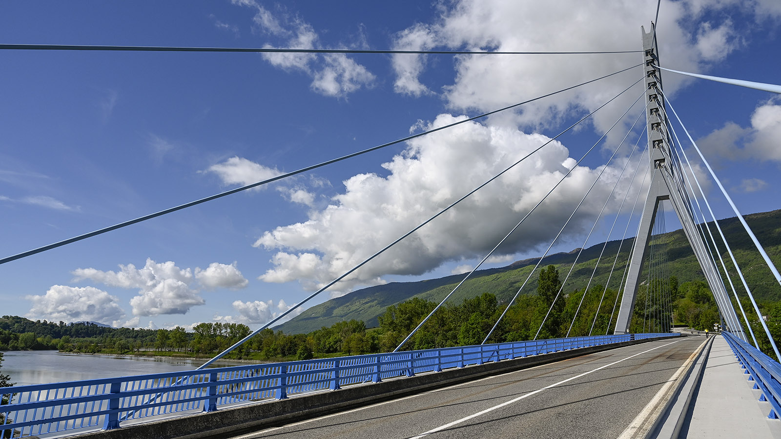Die moderne Rhône-Brücke von Seyssel. Foto: Hilke Maunder
