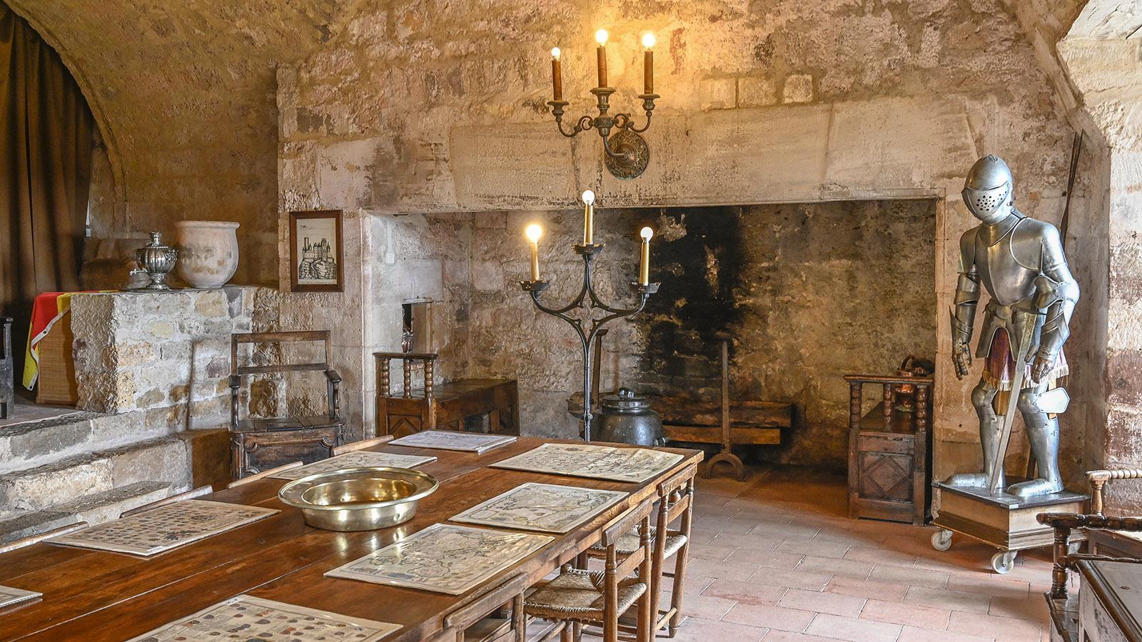 Die salle des gardes der Burg von Turenne. Foto: Hilke Maunder