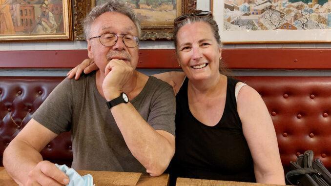 Monika Dudeck-Possiel und ihr Mann Manfred Possiel in der Bar Le Templier von Collioure. Foto: Daniel Possiel