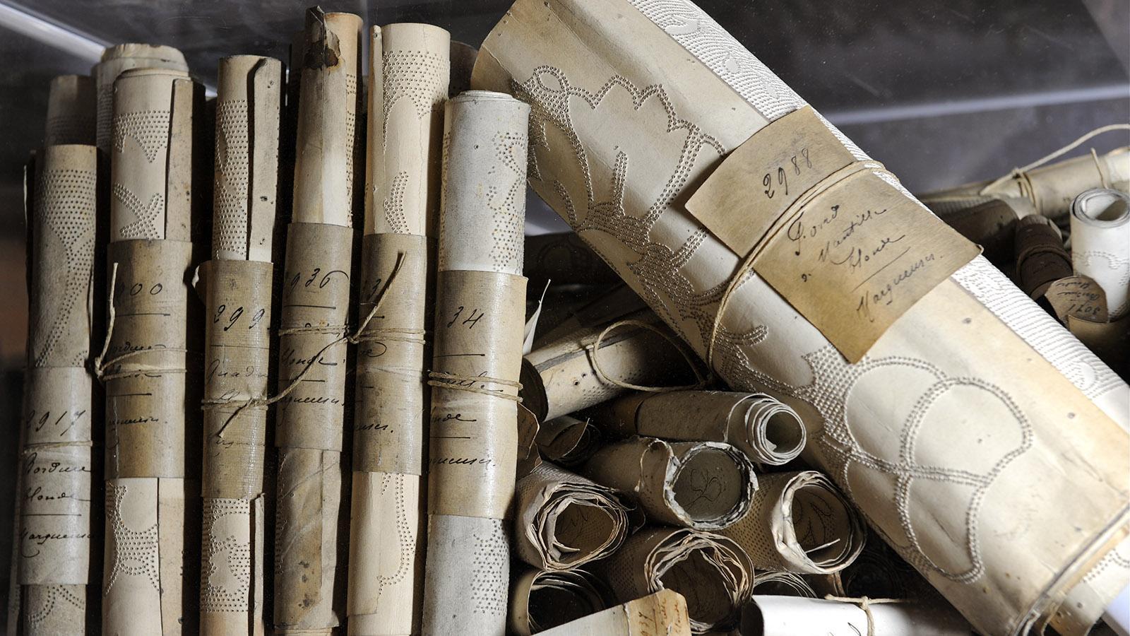 Musterbücher der Klöppler, zu sehen im Museum. Foto: S. Maurice / Bayeux Museum.