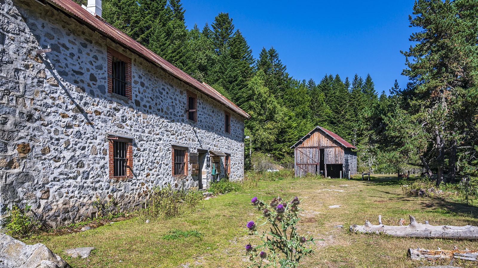 Die Schutzhütte <em>Refuge de Caillau</em> am Madrès-Massiv.