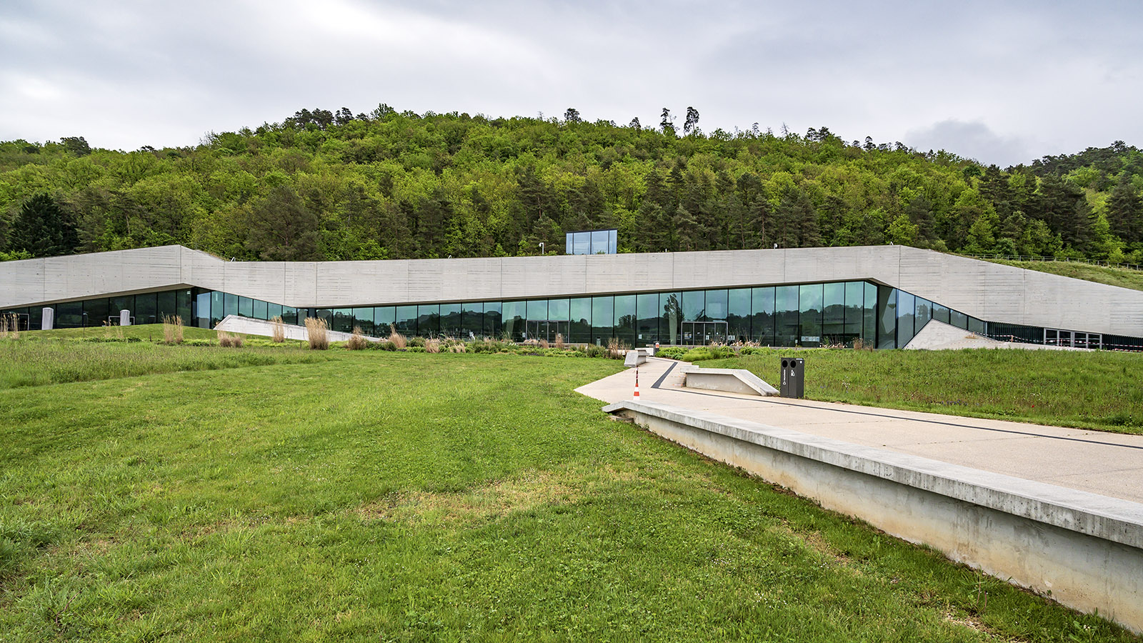 Lascaux IV: der Zugang zum Höhlen- und Museumskomplex. Foto: Hilke Maunder
