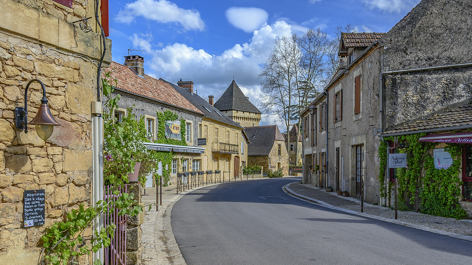 Im Ortszentrum von Saint-Léon-sur-Vézere. Foto: Hilke Maunder
