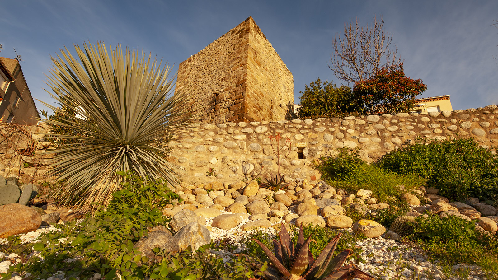 Der mittelalterliche Wachtturm von Le Boulou. Foto: Hilke Maunder