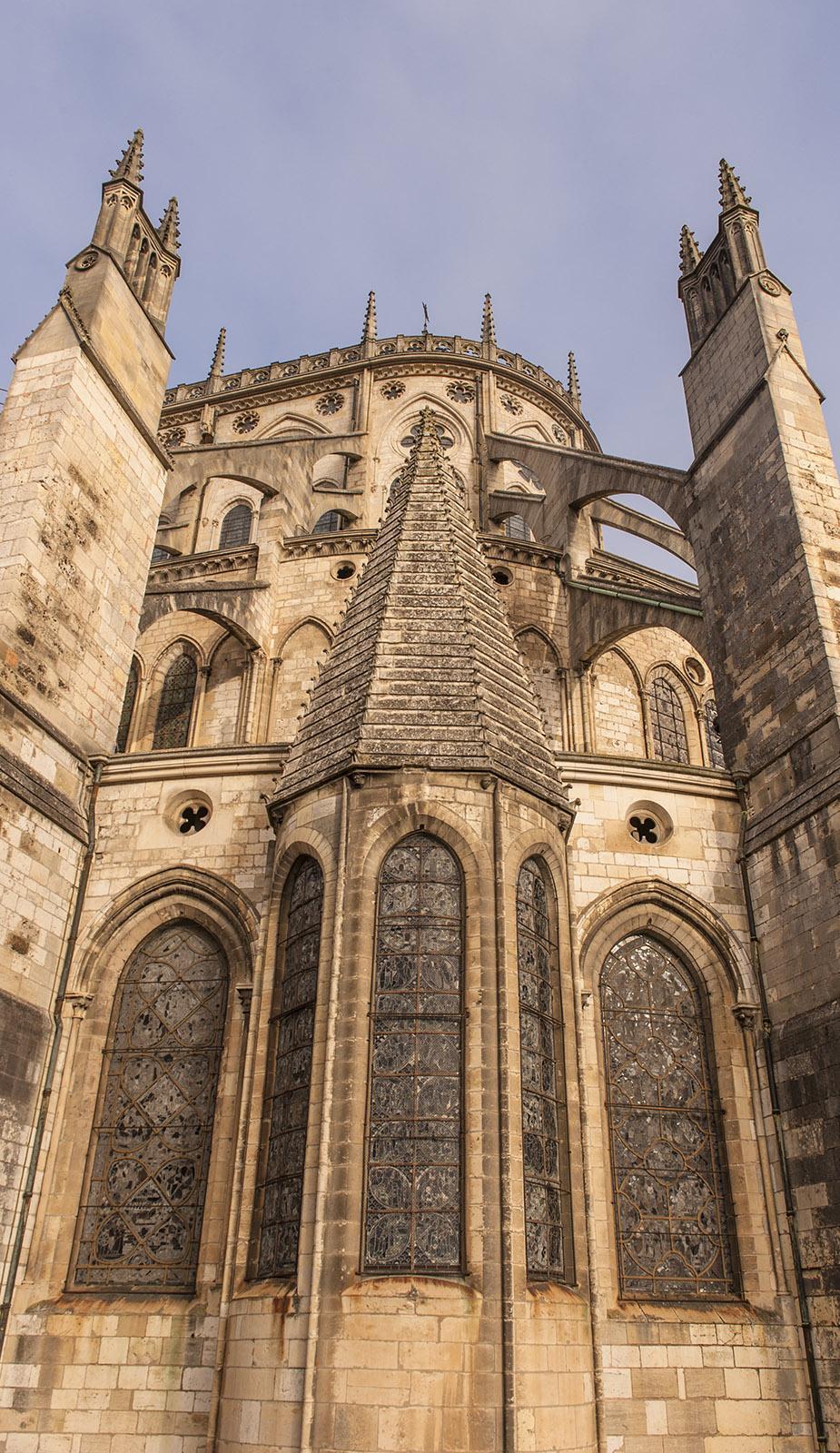 Unterwegs im Berry. Detail der Fassade der Kathedrale von Bourges. Foto: Hilke Maunder