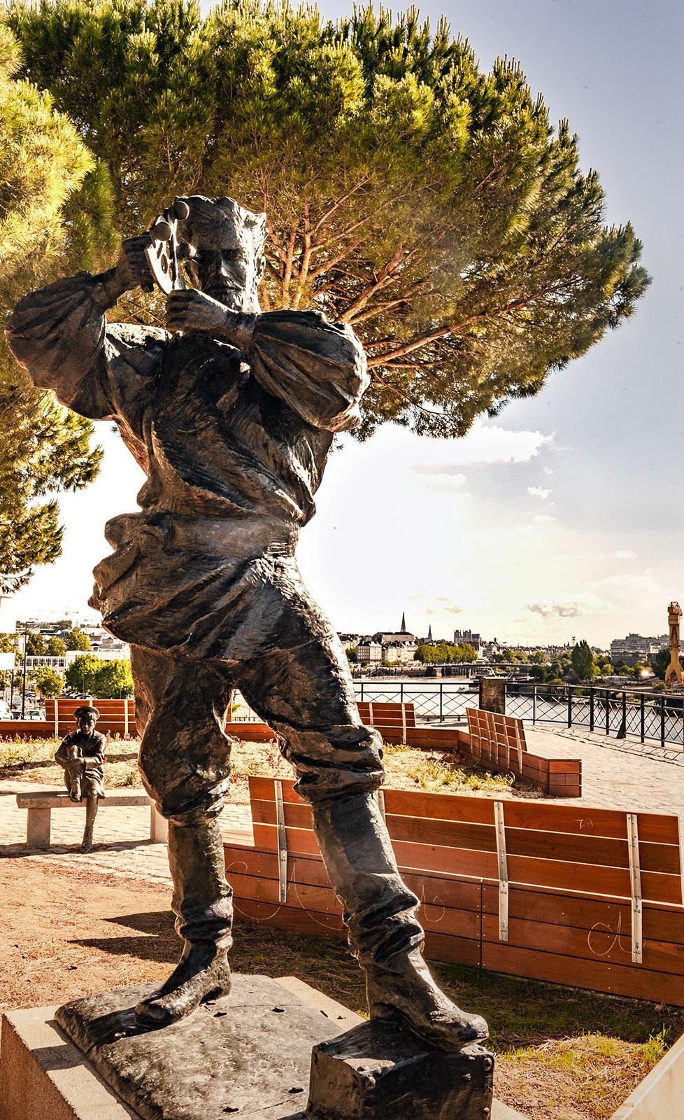 Nantes: Jules-Verne-Denkmal und Belvedere. Foto: Hilke Maunder