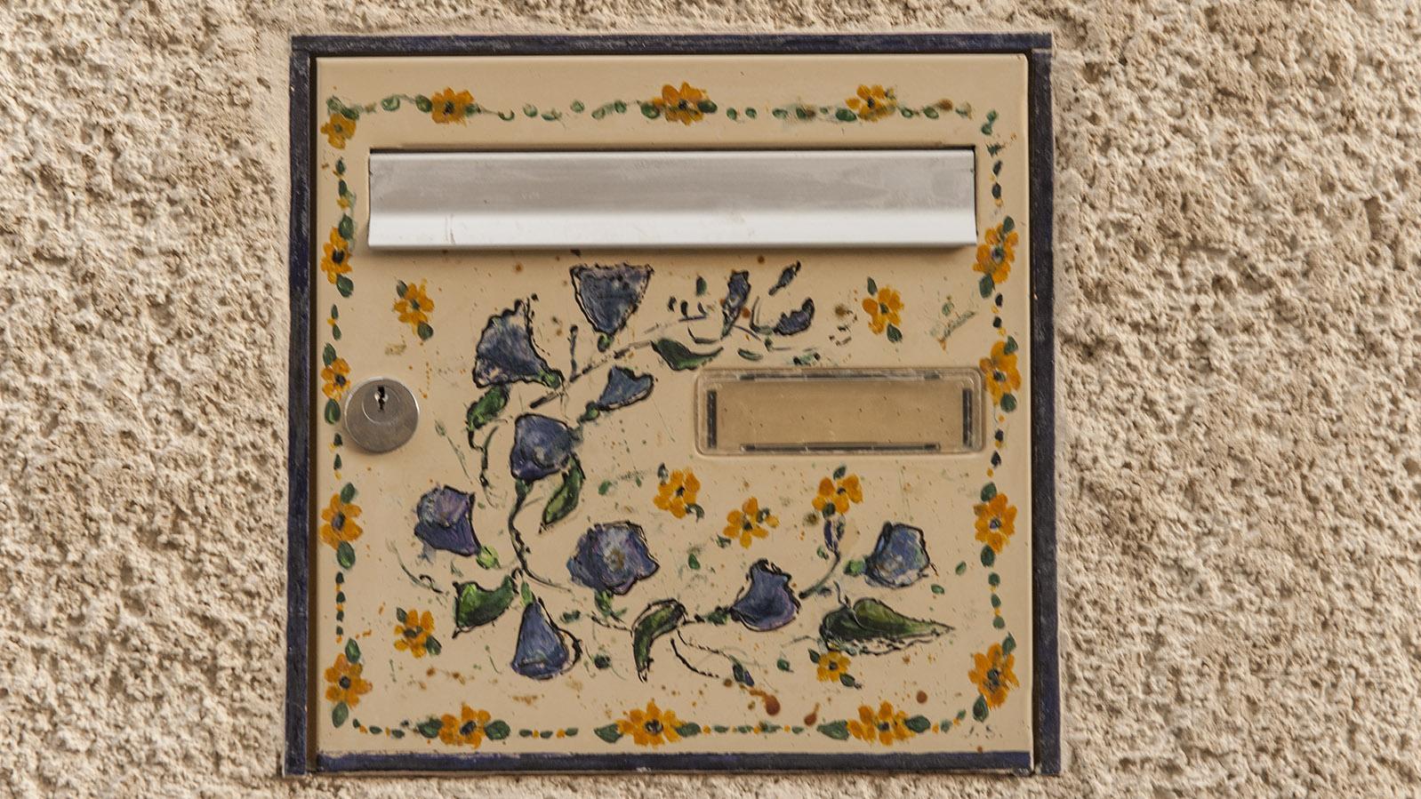 Selbst die Briefkästen künden in Gréoux von der Heimatliebe zur Provence. Foto: Hilke Maunder